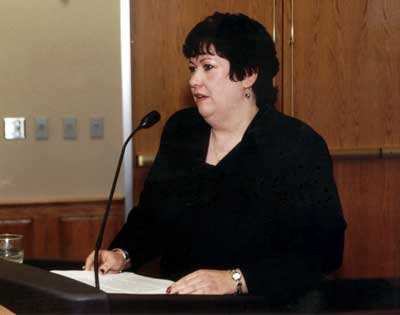 Kathy Davis making comments at the 2003 Excellence in Advising Award Reception