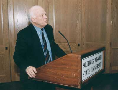 President Keiser making comments at the 2002 Excellence in Advising Awards reception