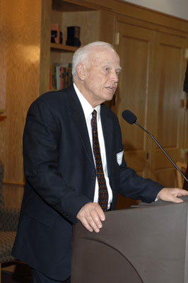 President Keiser making comments at the 2005 Excellence in Advising Awards reception