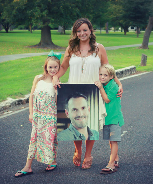 Chris Anne Crabtree and her two children holding a picture of Jeremy Crabtree
